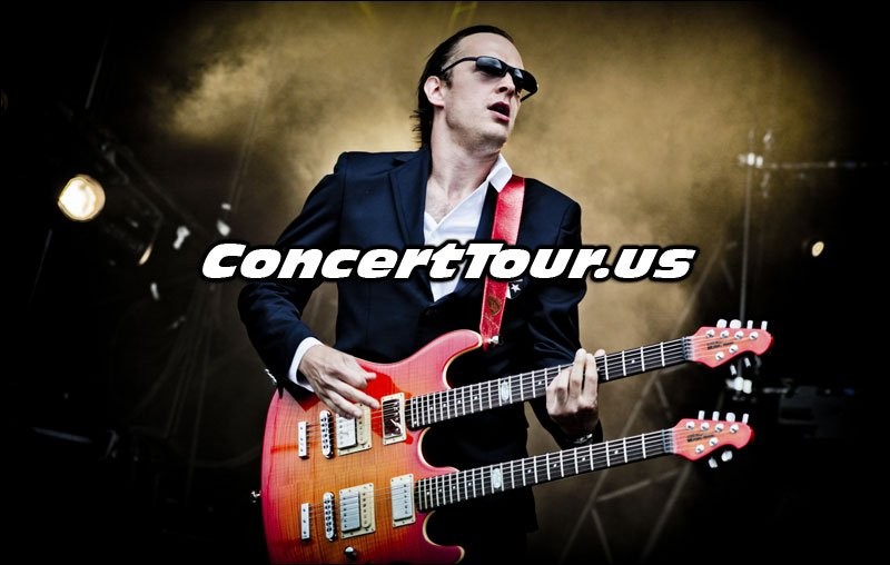 Joe Bonamassa Playing His Double Neck Guitar!