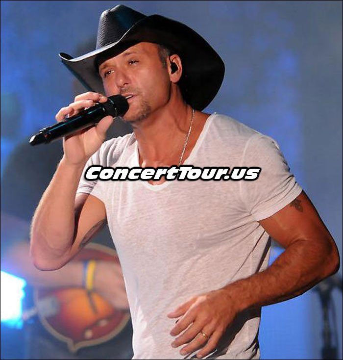 Tim McGraw Singing Live On Stage!