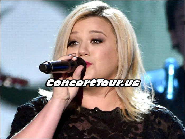 Kelly Clarkson Performing Live On Stage!