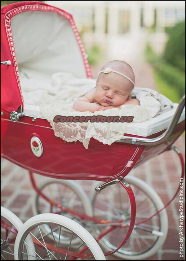 Kelly Clarkson's First Child, River Rose. Isn't She ADORABLE!