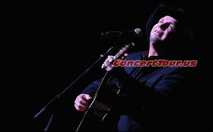 For the First Time in about 20 Years, Garth Brooks performed live in concert at BMO Harris Bradley Center in Wisconsin.