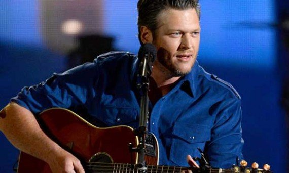 Blake Shelton Goes Acoustic For A Song or Two While Performing Live For Fans!