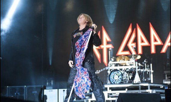 Def Leppard's Joe Elliot rocks out live on stage. Doesn't he look awesome for being in a band for over 30 years!