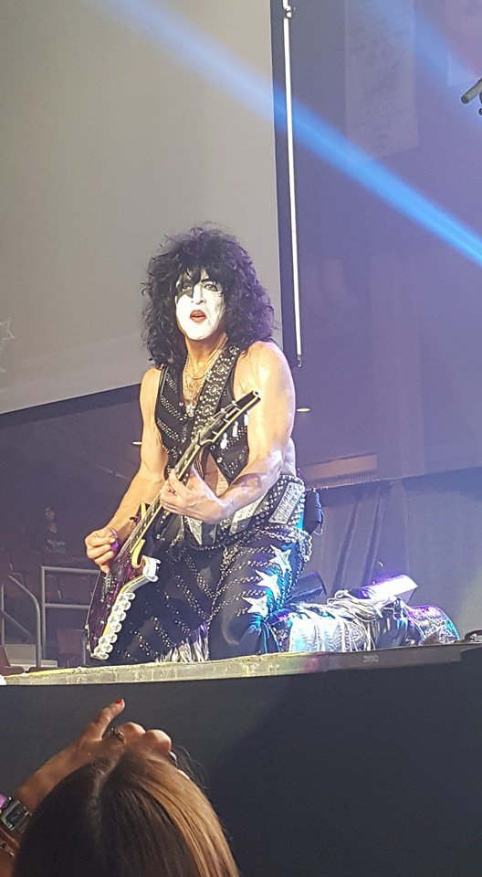 Paul Stanley on his knees, ladies!