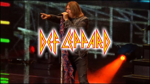 Joe Elliot of Def Leppard belts out a tune!