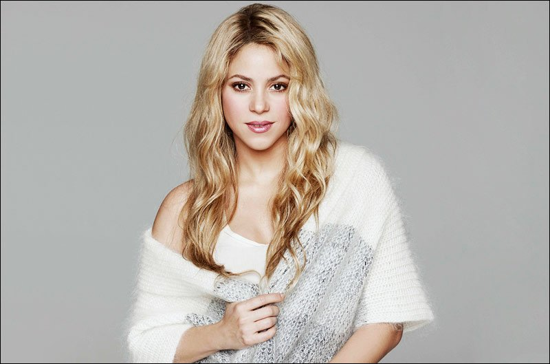 Portrait pic of Shakira taken back in 2015. She is so beautiful.