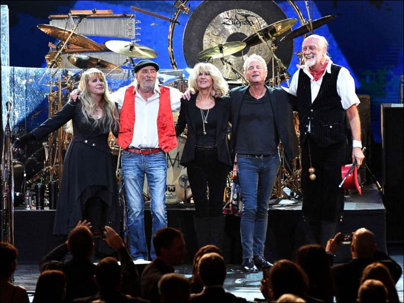 Without Lindsey Buckingham, Fleetwood Mac will reunion to tour in 2018.