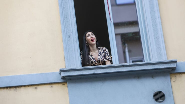 Quarantined residents of Italy sing from their windows